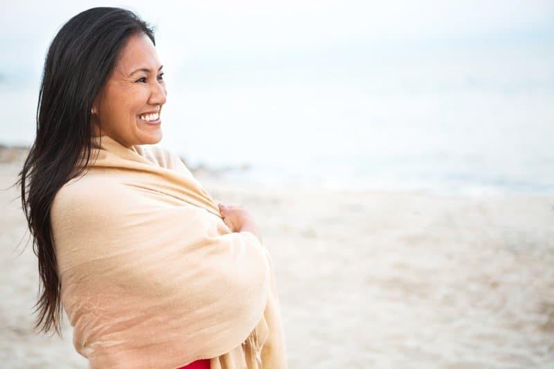 sara-smeaton-woman-beach